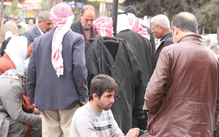 Flüchtlinge aus Kobanê im Stadtzentrum von Suruç