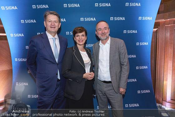 Helmut Brandstätter, Pamela Rendi-Wagner, Thomas Drozda vor Signa-Werbewand